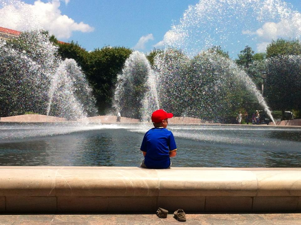 Cooling off at the Washington Memorial.